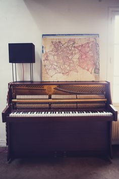Saw this Grand Piano at my Piano Teacher's house today    http://pinterest.com/cameronpiano