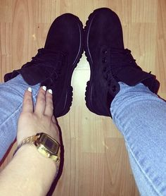 I think I want some black Timbs this winter, I love the way they look on her feet Heeled Boots, Bootie Boots, Shoe Boots, Shoes Heels, Tall Boots, Dream Shoes, Crazy Shoes, Outfit Timberland, Black Timbs