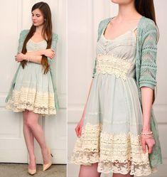 Chicwish Mint Lace Vintage Dress, Persunmall Nude Pumps - Mint vintage - Ariadna Majewska