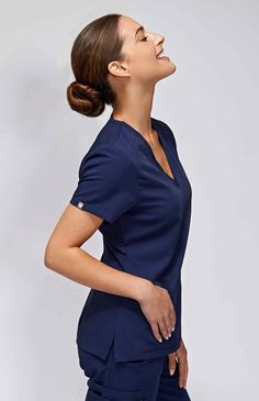 With stretch fabric and three pockets, the women& Casma scrub top is ready for busy days. Part of FIGS& Technical collection of tailored-fit scrubs. Scrubs Outfit, Scrubs Uniform, Nursing Dress, Nursing Clothes, Royal Blue Scrubs, Navy Scrubs, Doctor Scrubs, Medical Scrubs, Nursing Scrubs