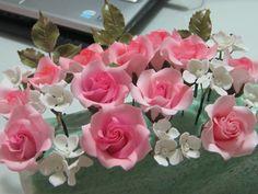 Alapvető eszközök a cukorpaszta virágok készítéséhez