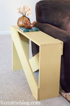 DIY 5 board end table at lizmarieblog.com - easy and cute skinny end table