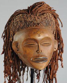 Superbe Masque Tschokwe - Chokwe Luena Lwena Pwo mask - Congo - Tshokwe - MC0440