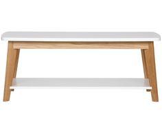 Mit schlichter Formgebung und leichter Retro-Note verzaubert Couchtisch KENSAL Ihren Wohnbereich. Der Tisch von Woodman ist aus massivem Eichenholz gefertigt und punktet mit einer praktischen Ablagefläche unter der Tischplatte. Durch den Mix aus holzfarbenen und weißen Elementen passt der Couchtisch zu vielen Wohnstilen.