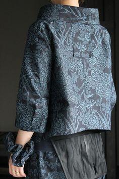 画像: キモノカラージャケット・タックヘムパンツ セットアップ Blouse Batik, Kimono Fabric, Kimono Dress, Batik Fashion, Boho Fashion, Fashion Outfits, Diy Clothes, Clothes For Women, Modern Kimono