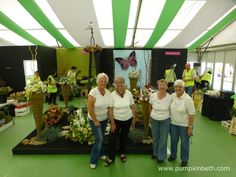 Janet Arm, Linda Brown, Valerie Clark and Jean Warren from Aldershot Floral Design Club have designed and created this beautiful floral exhibit for the RHS Hampton Court Palace Flower Show.  This magnificent exhibit was specially designed to publicise The NAFAS Festive Flower and Food Show, which will be held in Blackpool, from the 9th to the 11th of November 2017. Rhs Hampton Court, Food Shows, Blackpool, Judges, Flower Show, How To Make Notes, Cut Flowers, Exhibit, The Hamptons