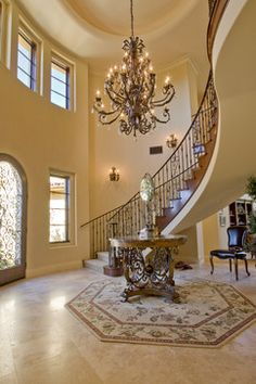 Discover Admirable & Elegant Tuscan Foyers Design Ideas 07 It's a fantastic alternate to beige and gray. Be the life of the party without needing to worry abou. Tuscan Decorating, Foyer Decorating, Tuscan Design, Tuscan Style, Foyers, Home Hall Design, Colonial, Condominium Interior, Extravagant Homes