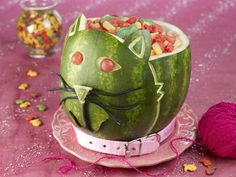 If you're throwing a theme party centered on animals, this is one feature you'd be silly to scratch. The kitty cat watermelon creation is truly the cat's meow.    How to carve the Kitty Cat watermelon