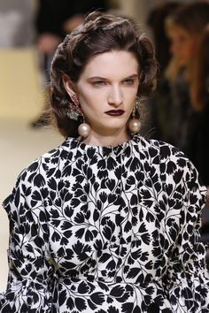 See detail photos for Marni Fall 2016 Ready-to-Wear collection.