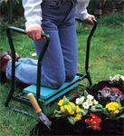 Praktisk hagekrakk som man både kan sitte på og som kan snus slik at man kan sitte behagelig på knærne mens man luker i hagen. Kraken er lett, men solid slik at den er enkel å ta med seg. Når man sitter på knærne bruker man håndtakene på hver side for enkelt å reise seg.