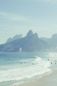 Ondas fortes da orla que afunda logo proximo das praias do Leblon e de Ipanema, Rio de Janeiro, Brazil