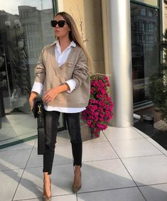 20 Spring Outfits You Need To Copy Right Now - Trendy Home Fashion - Outfits for Work Home Fashion, Fashion Mode, Winter Fashion, Fashion Outfits, Fashion Trends, Young Fashion, Japan Fashion, Office Fashion, Fashion 2017