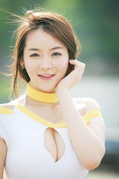 Beauty Korean Female Artist: Im JI Hye Outdoor