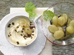 Ein beerenstarkes Dessert, das besonders gut in die kalte Jahreszeit passt: Sanddorn-Creme mit Traubenkompott - smarter - Kalorien: 483 Kcal - Zeit: 30 Min. | eatsmarter.de