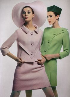 Pierre Cardin pastel suits These dresses also exemplify signature fashion, with bright colors and bold makeup and a boyish, boxy fit. Vintage Outfits, Robes Vintage, Vintage Dresses, 1960s Dresses, 60s And 70s Fashion, Mod Fashion, Vintage Fashion, Moda Retro, Mode Chanel