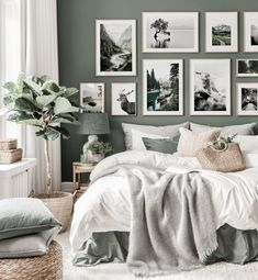 Green And White Bedroom, Green Bedroom Walls, Black White Bedrooms, White Wall Bedroom, Gallery Wall Bedroom, Bedroom Black, Green Rooms, Room Ideas Bedroom, Sage Green Walls