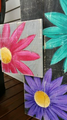 Use Pallet Wood Projects to Create Unique Home Decor Items – Hobby Is My Life Wood Pallet Crafts, Wood Pallets, Wood Projects, Pallet Wood, Arte Pallet, Pallet Art, Gerber Daisies, Paint And Sip, Rustic Shabby Chic