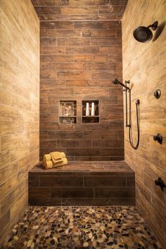 Farmhouse bathroom ideas are always amazing, especially when it comes to the design, it makes our quality time seem to be cool. Farmhouse bathroom ideas make us recall them with pleasure, and today I'm gonna show you some of the best farmhouse styles. Rustic Master Bathroom, Small Bathroom Sinks, Rustic Bathroom Designs, Master Shower, Bathroom Design Small, Bathroom Interior, Bathroom Ideas, Budget Bathroom, Modern Bathroom