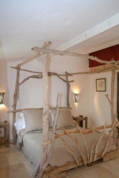 Lit à baldaquin en bois flottés -   160 x 200                                                                                                                                                     Plus Dream Bedroom, Master Bedroom, Small Bedroom Inspiration, Timber Beds, Upscale Furniture, Kitchens And Bedrooms, Home Decor Items, Decoration, Bed Frame