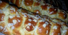 Τι θα χρειαστούμε:   2 κιλά αλεύρι κίτρινο ή Αλατίνη μωβ για τσουρέκια   4 φακελάκια ξερή μαγιά   1000 ml γάλα, μπορείτε να βάλετε με ... French Toast, Easter, Bread, Breakfast, Desserts, Pancake, Food, Morning Coffee, Tailgate Desserts