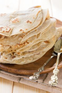 Corn Tortillas Recipe (to read about added Lime in Masa Harina and why it's alkaline to the body and beneficial.read below comments) Corn Tortilla Recipes, Corn Recipes, Great Recipes, Vegan Recipes, Cooking Recipes, Favorite Recipes, Recipes Dinner, Mexican Dishes, Mexican Food Recipes