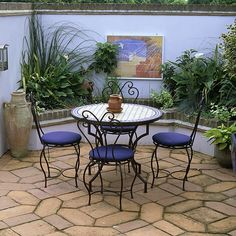 Modern garden pictures and photos for your next decorating project. Find inspiration from of beautiful living room images Small Courtyard Gardens, Small Courtyards, Terrace Garden, Small Gardens, Courtyard Ideas, Moroccan Garden, Moroccan Decor, Moroccan Style, Moroccan Blue