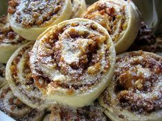 Sastojci za tijesto: 100 gr margarina 3 kašike čvrstog jogurta ½ čaše ulja 1 vanilin šećer 1 prašak za pecivo 3,5 čaše braš...