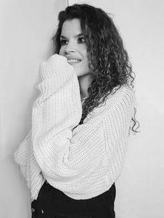 Saját dalokkal hódítja a szíveket a Dazlious   Magyar zene Turtle Neck, Sweaters, Fashion, Moda, Fashion Styles, Sweater, Fashion Illustrations, Sweatshirts, Pullover Sweaters