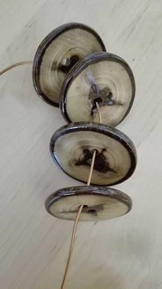LuJo / Ručne vyrezávané gombíky z orechového dreva