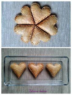 Blíží se Valentýn a já přemýšlela, čím děti překvapit. A je tu recept na snadné celozrnné domácí sušenky. Samozřejmě ve tvaru srdíček. Tyto sušenky se mohou jíst za tepla či studena. A když jim k n...