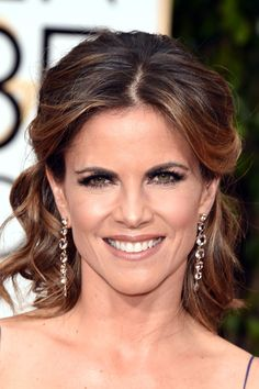 Natalie Morales Half Up Half Down - Natalie Morales looked lovely wearing this curly half-up 'do at the Golden Globes. Formal Hairstyles For Short Hair, Mom Hairstyles, Celebrity Hairstyles, Hairstyle Ideas, Half Up Half Down Short Hair, Natalie Morales, Half Updo, Hair Lengths, Hair Makeup