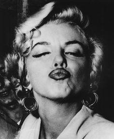 American movie actress and sex symbol Marilyn Monroe blows a pouting kiss. (Photo by Weegee/International Center of Photography/Getty Images) Get premium, high resolution news photos at Getty Images Marilyn Monroe, Photos Rares, Divas, Celebrity Photography, White Photography, Famous Photography, Photography Flowers, Joe Dimaggio, Black And White Wall Art