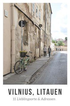 """Vilnius ist auch bekannt als """"Rom des Ostens"""". Barockbauten und Kirchen prägen das Stadtbild. Aber Vilnius hat noch viel mehr zu bieten als alte Mauern. Denn zwischen diesen Mauern ist die Stadt sehr lebendig, hip und kreativ. Meine Lieblingsorte stelle ich dir in den folgenden 11 Tipps für Vilnius vor. Lithuania, Travel Advice, Planet Earth, Paris, Kirchen, Places To Visit, Beautiful, Pictures, Travel Inspiration"""