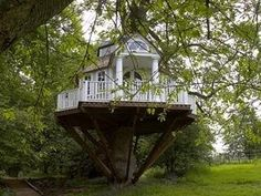Tree Home Pictures! This is a collection of Tree house pictures that are worthy of living in. A Dreamers Dream! Cubby Houses, Play Houses, Cave Houses, Dream Houses, Beautiful Homes, Beautiful Places, House Beautiful, Treehouse Hotel, Treehouse Company