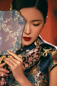 虞美人古装摄影丨新中式摄影丨北京古装摄影丨古装写真艺术照摄影移动版 New Chinese, Chinese Style, Chinese Interior, Chinese Element, Mood Images, Hanfu, China Fashion, Portrait Photography, Photoshoot