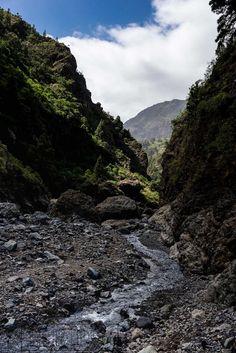 "Hiking Trail ""Barranco de Las Angustias"" on La Palma Island [OC] [2008 x 3008]"