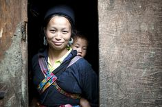 A Hmong woman and her baby in the village of Sin Chai, Viet Nam. According to UNICEF, the number of children who die before age five has fallen worldwide by more than half since 1960. Photo ID 491903. 23/06/2011. Sapa, Viet Nam. UN Photo/Kibae Park. www.unmultimedia.org/photo/