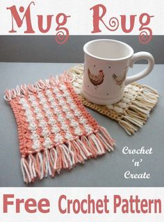 Crochet Projects Design Fun mug rug with fringed edges, a free crochet pattern, make in different colors or all the same. CLICK and scroll down for pattern. Crochet Kitchen, Crochet Home, Crochet Gifts, Cute Crochet, Mug Rug Patterns, Craft Patterns, Sewing Patterns, Crochet Designs, Crochet Patterns