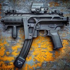 Daily Gun Dose — 📸 ・・・ That Tayran extendo……. Military Weapons, Weapons Guns, Guns And Ammo, Protection Rapprochée, Armas Wallpaper, Rifles, Ar Pistol, Submachine Gun, Concept Weapons