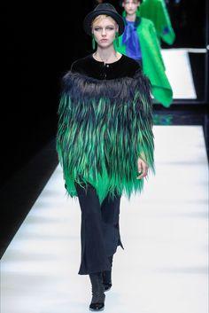 Guarda la sfilata di moda Giorgio Armani a Milano e scopri la collezione di abiti e accessori per la stagione Collezioni Autunno Inverno 2017-18.