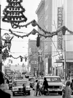 Heavy traffic fills Church Street as shoppers take Vintage Christmas Photos, Retro Christmas, Christmas Love, Vintage Holiday, Christmas Pictures, Christmas Holidays, Vintage Winter, Christmas Shopping, Xmas