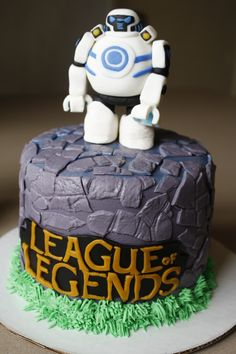 League of Legends.   Blitzcrank.  iBlitzcrank. Video Games, Boys Cakes.  Birthday Cakes