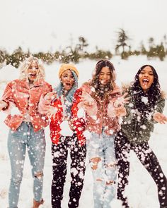 Find images and videos about sexy, girls and white on We Heart It - the app to get lost in what you love. Foto Best Friend, Best Friend Pictures, Best Friend Goals, Snow Pictures, Bff Pictures, Bff Pics, Winter Photography, Photography Ideas, Walmart Photography