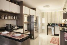 Apto Morumbi: Cozinhas modernas por Ahph Arquitetura e Interiores