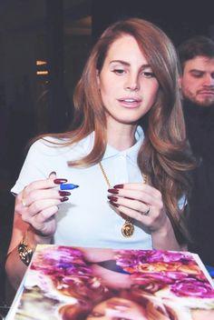 Lana Del Rey - THE NAILS!!!
