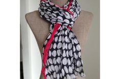 Porter un chèche touareg, mode d'emploi de ce foulard à porter en écharpe ultra longue autour du cou ou sur la tête comme les touaregs.