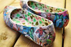 Le «Do it yourself» cette fois est en mode customisation avec Clara et Kelsey, deux blogueuses. Ellesont eu l'idée créative de donner une allure originale à leur paire de chaussures, en utilisant des bandes dessinées.Désormais, leurssuper-héros préférés peuvent «revenir à la vie» et les accompagnés partout. Vous pouvez faire la même chose, vous aussi, pour cela vous aurez besoin de: – Mod Podge, une colle lisse. Vous pouvez la trouver dans les magasins spécialisés dans la vente de…