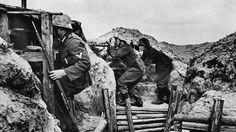 German machine-gun crew in the trenches of Leningrad