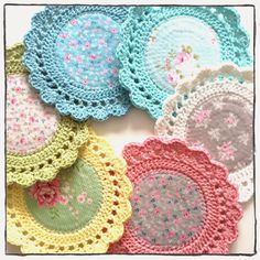 ") make coasters or ""mug rugs"" -- For the person who loves a little crochet AND vintage linens, use old tablecloths, etc. for (the middle)! Crochet Potholders, Crochet Quilt, Crochet Home, Love Crochet, Crochet Gifts, Crochet Motif, Crochet Designs, Crochet Doilies, Crochet Flowers"