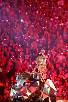 Pin for Later: Katy Perry Set the Super Bowl Aglow With Her Wild Halftime Show Disfraz Katy Perry, Katy Perry Tickets, Katy Perry Albums, Katy Perry Wallpaper, Super Bowl 2015, Prismatic World Tour, Katy Perry Photos, Scorpio Girl, Halftime Show